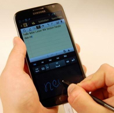 ESKİ MODEL TELEFONLAR YENİLERİYLE KARŞI KARŞIYA 31