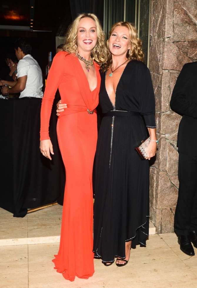 KATE MOSS VE SHARON STONE DUDAK DUDAĞA 3