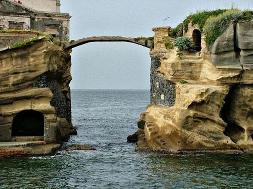Akdeniz'de Lanetli Ada 1