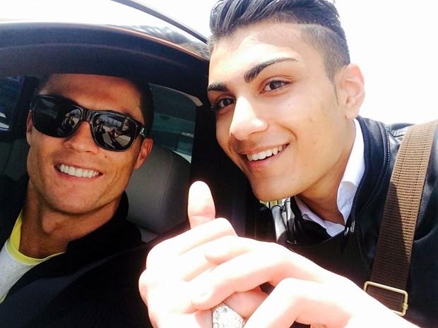 Her şey Ronaldo'ya benzemek için 1