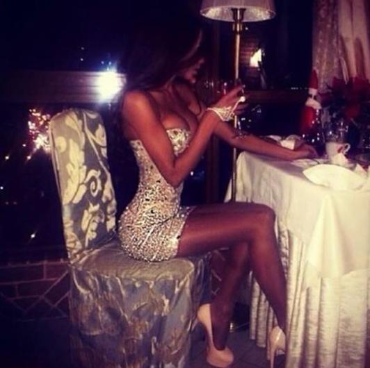 Фото брюнеток в красивом платье