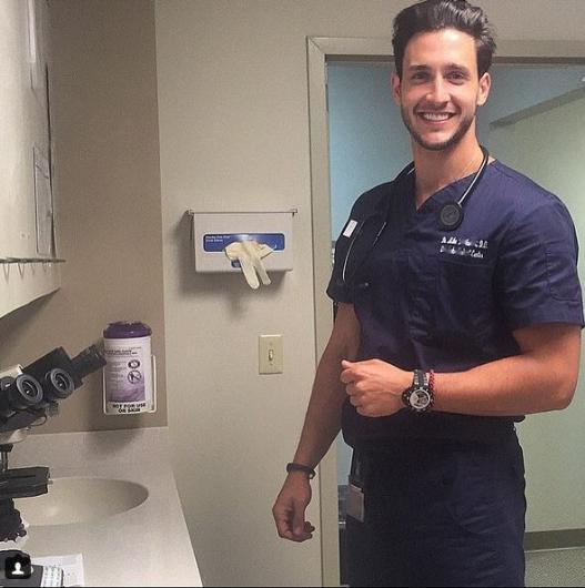 Instagram'ın en yakışıklı doktoru 1