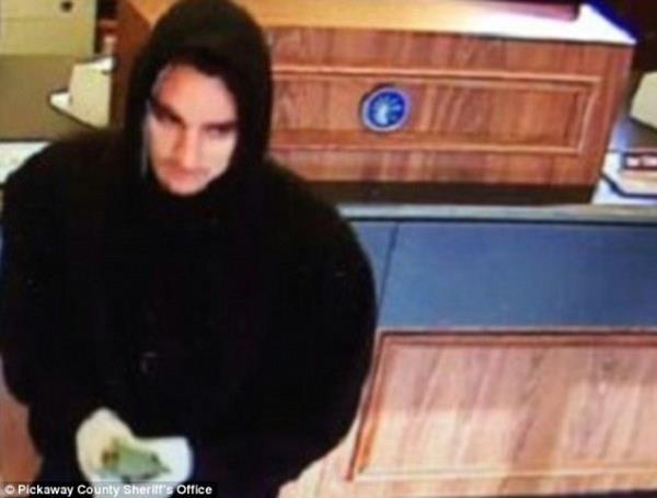 Banka hırsızları yakayı Facebook'ta ele verdi! 2