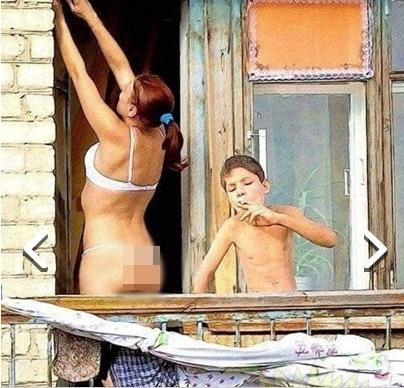 Застал мать голую Идет!