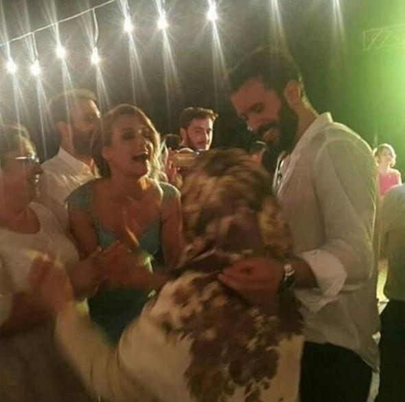 Barış Arduç, abisinin düğününe sevgilisi Gupse Özay ile gitti 1