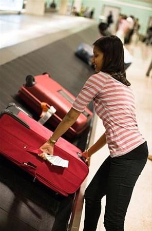 Uçakta bavulunuzu ilk almanın sırrını açıkladı 2
