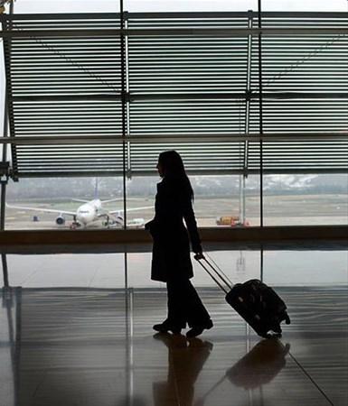Uçakta bavulunuzu ilk almanın sırrını açıkladı 4