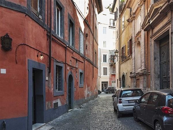 İtalyan tasarımcı Marco Pierazzi'nin Roma'da yaşadığı 7 metrek 1