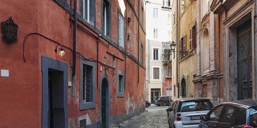 İtalyan tasarımcı Marco Pierazzi'nin Roma'da yaşadığı 7 metrek