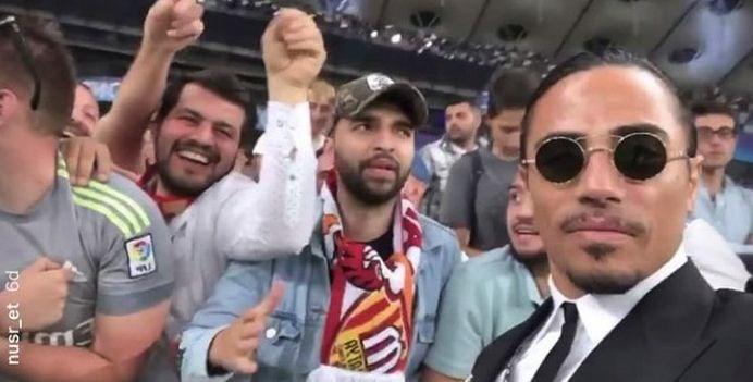 Nusret Şampiyonlar Ligi kupasını 'tuzladı' 1