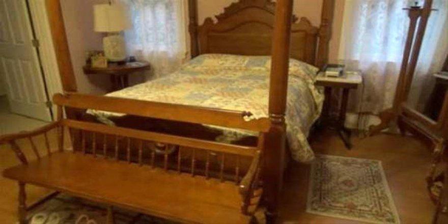 Yatağının altından sesler geliyordu...