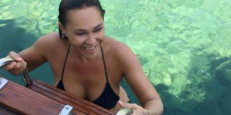Hülya Avşar'dan yürek hoplatan seksi paylaşımlar