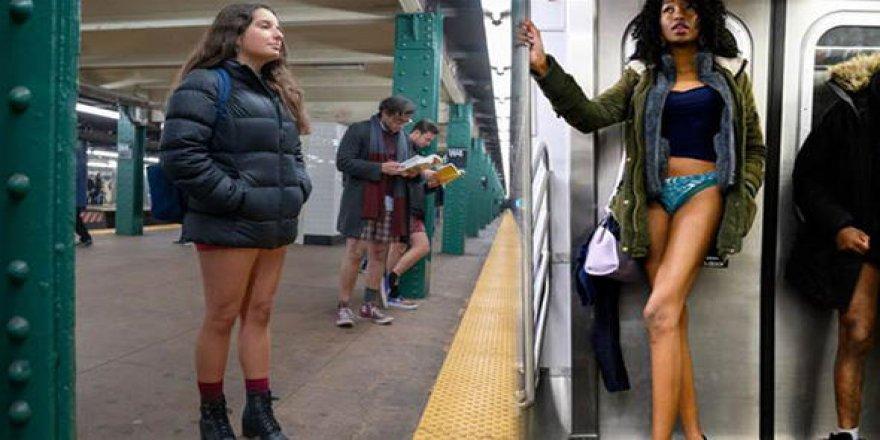 Metroya iç çamaşırlarıyla bindiler