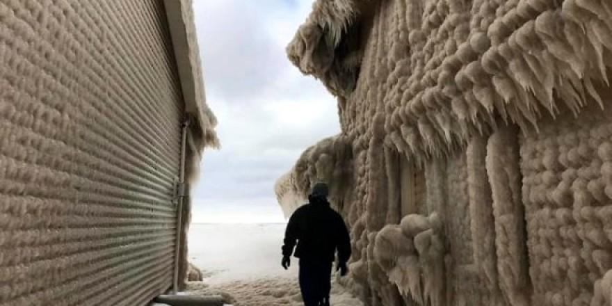 New York'taki fırtına kabusu yaşattı! Sadece 1 günde evleri 2 metre