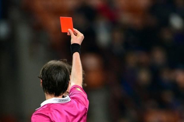 Kırmızı kart gören oyuncu hakemi öldürdü