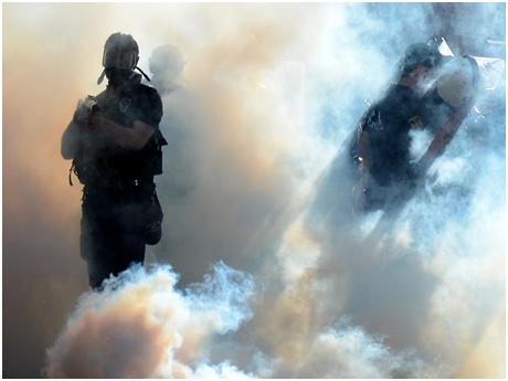 POLİS: ELİMDE BUHAR BOMBASI VAR, CÜMBÜŞE SAKLIYORUM