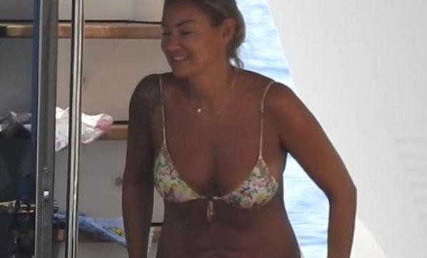 Pınar Altuğ bikinili yakalandı!