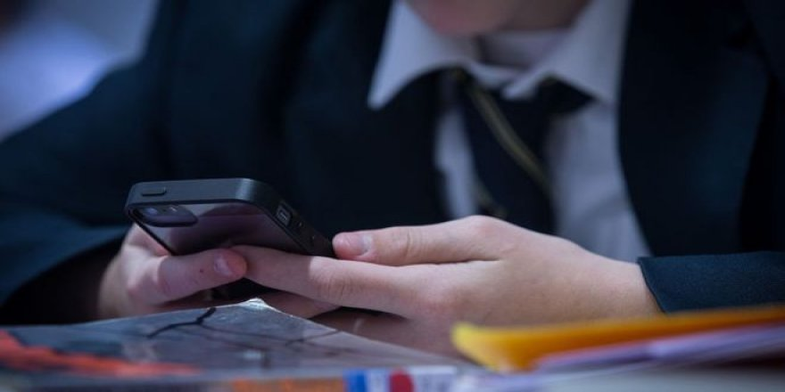 Oğlu telefon mesajlarına cevap vermeyen baba uygulama geliştirdi