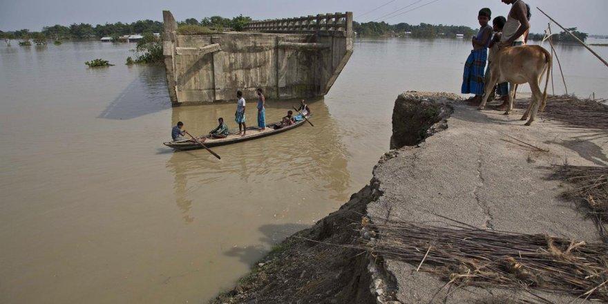 Güney Asya'nın muson bilançosu bin 200 ölü!