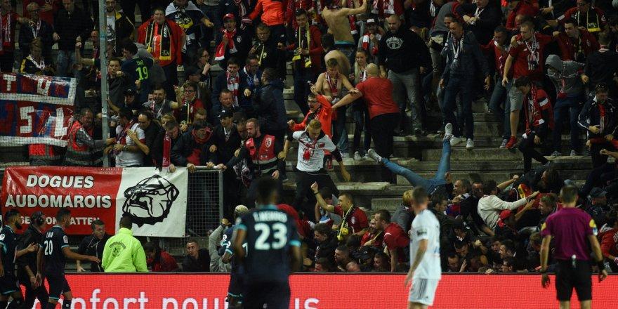 Fransa'da Amiens – Lille maçında tribün çöktü