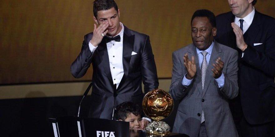 Cristiano Ronaldo, Ballon d'Or ödülünü sattı