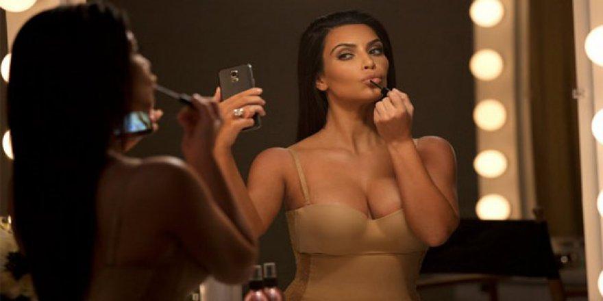 Kim Kardashian: Selfie öldü!
