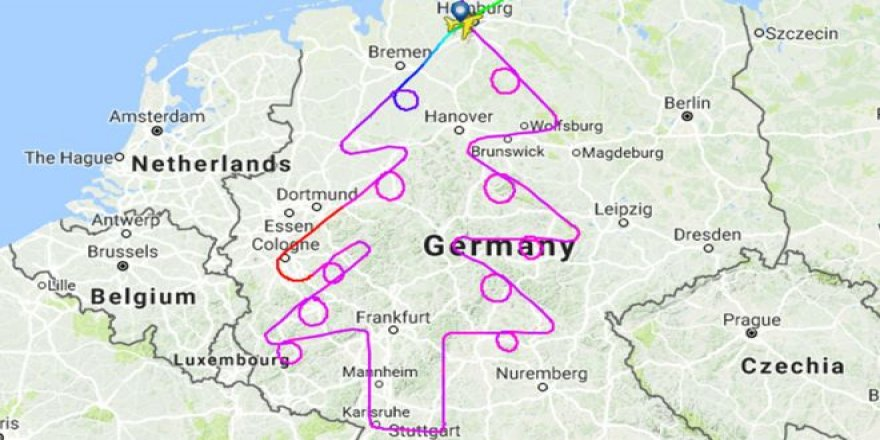 Airbus A380 pilotu rotasıyla Noel ağacı çizdi