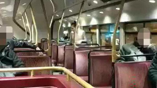 Otobüste Herkesin Gözü Önünde İlişkiye Girdiler!