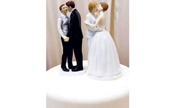 Lezbiyen Çifte Düğün Pastası Yapmak İstemeyince...