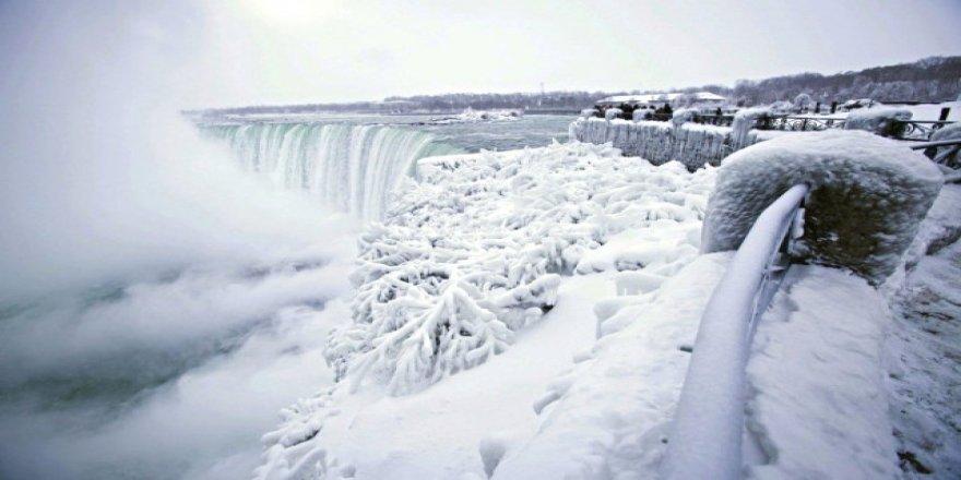 Tarihi Soğuklar Kanada'yı Esir Aldı! Niagara Şelalesi Dondu, Görüntüler Nefes Kesti