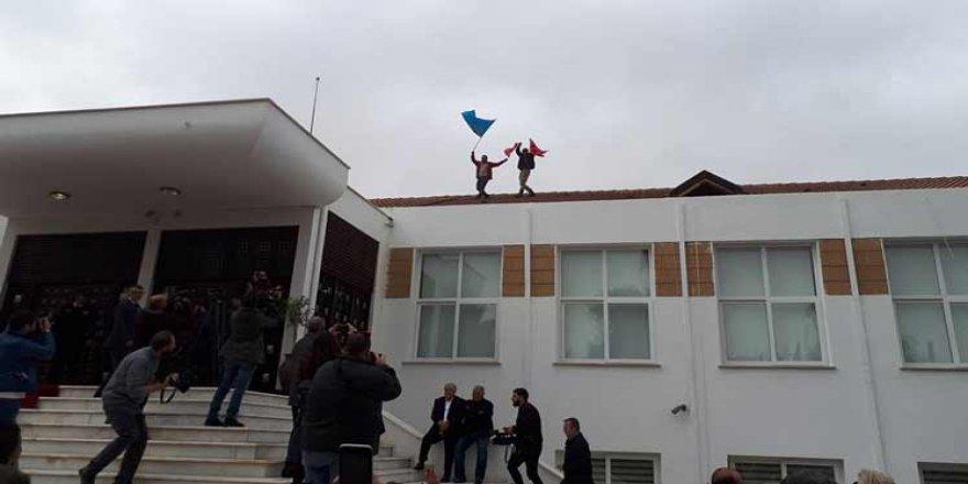 POLİS GONNARA TOPLADI!