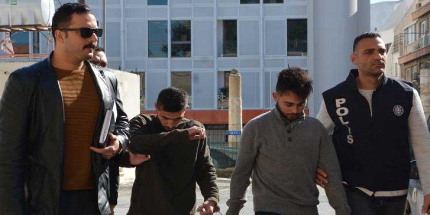 ACİL SERVİS PERSONELİNE SALDIRIP,POLİSİN BİLEĞİNİ KIRDILAR!