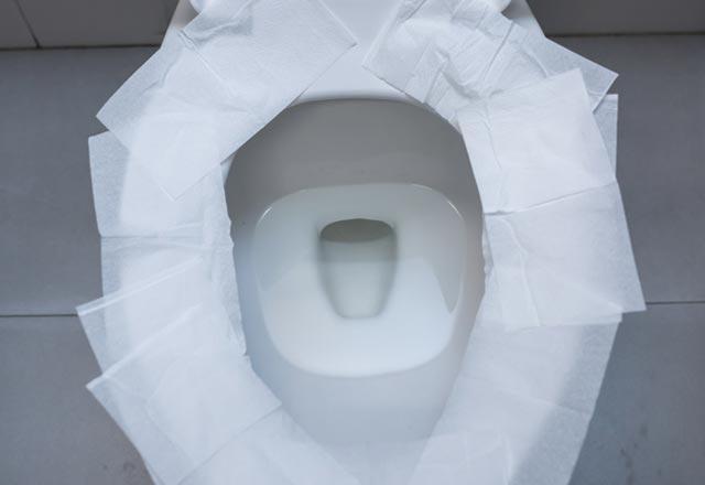 Klozete Tuvalet Kağıdı Serip Oturanlar Dikkat!