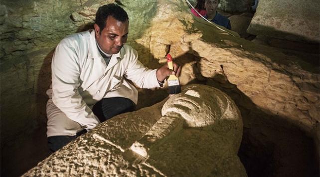 MISIR'DA 3 BİN YILLIK 8 FİRAVUN MEZARI BULUNDU