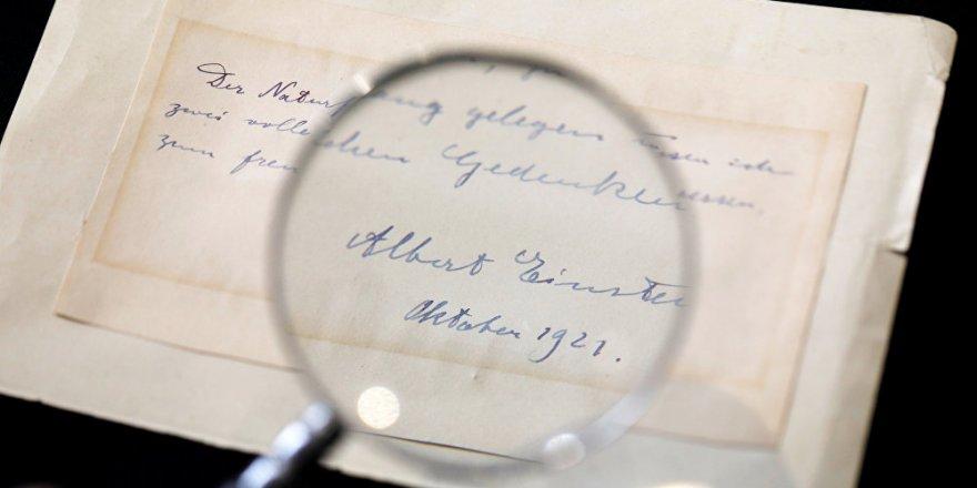Einstein'ın kendisini reddeden genç bilim kadınına yazdığı not açık artırmayla satıldı
