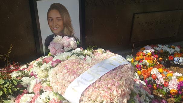 Mezarına Bu Çiçeği Bıraktı...