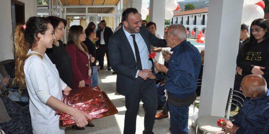 Bakan Çeler Lapta Huzurevi'i ziyaret etti