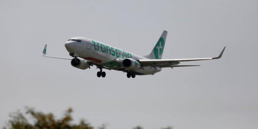 Antalya uçağında bilinmeyen nedenden dolayı sekiz kişi fenalaştı, uçak acil iniş yaptı