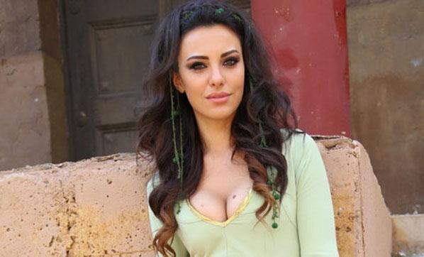Güzel oyuncu Tuvana Türkay 'ev'lendi