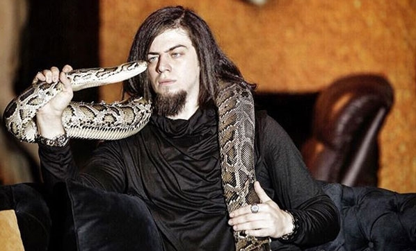 Aref'i Kobra Isırdı!
