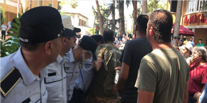 POLİS EYLEMCİLERE BİBER  GAZI SIKTI!