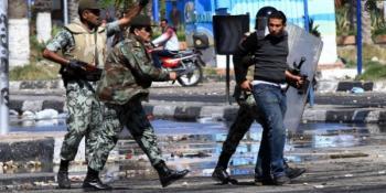 MISIR'DA CUMHURBAŞKANI YANLILARI VE KARŞITLARI ARASINDA ÇIKAN ÇATIŞMA