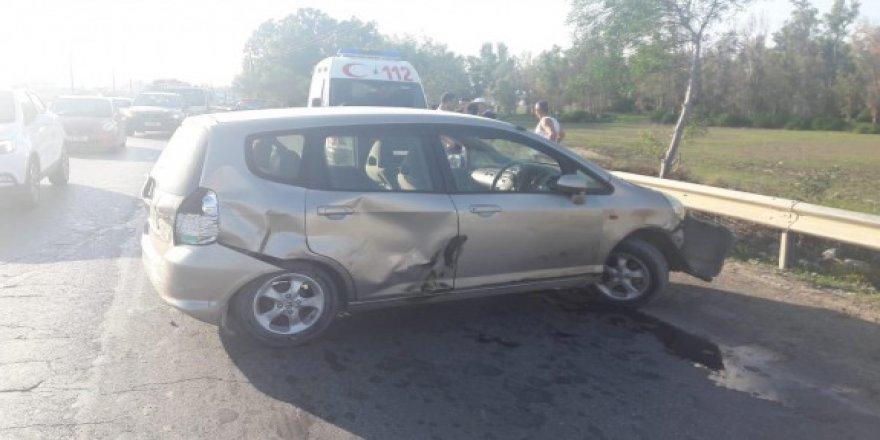 Ambulansa yol vermek isterken, kaza yaptı