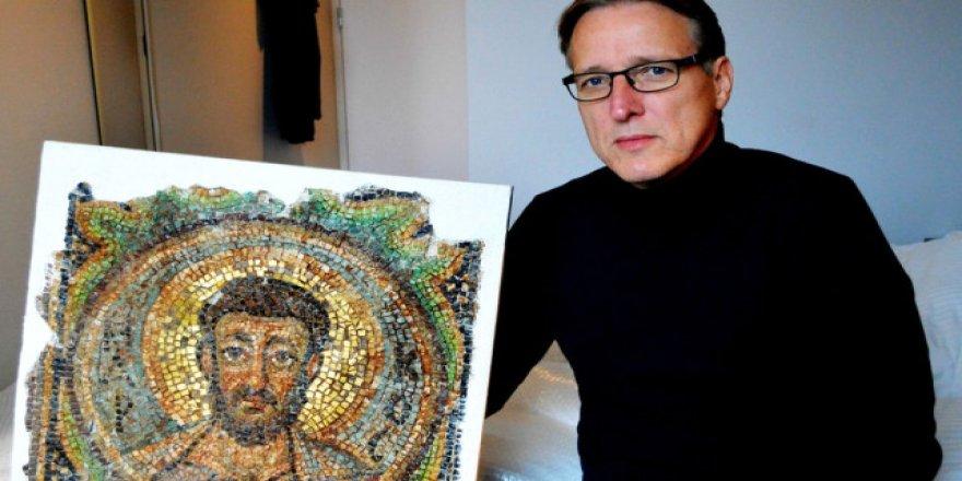 Sanatın Indiana Jones'u' Kuzey Kıbrıs'tan Çalınmış Mozaiği Buldu