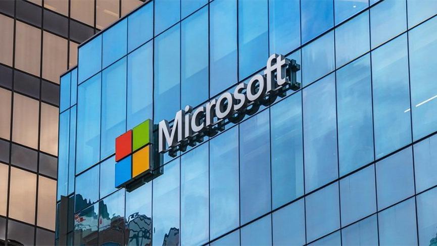 Microsoft, Apple'dan tacını geri aldı!