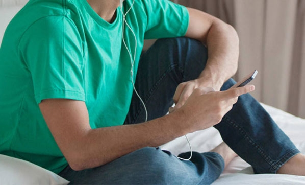Şarjdayken müzik dinliyordu...Öldü!