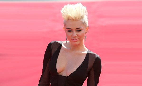 Miley Cyrus'tan uyuşturucu itirafı