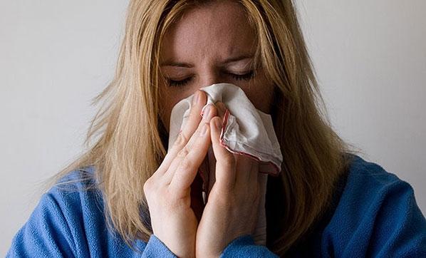 """""""Soğuk algınlığının etkisini sıvı tüketimi ile azaltabilirsiniz"""""""