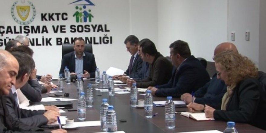 ASGARİ ÜCRET TESPİT KOMİSYONUNUN TOPLANTISI ERTELENDİ