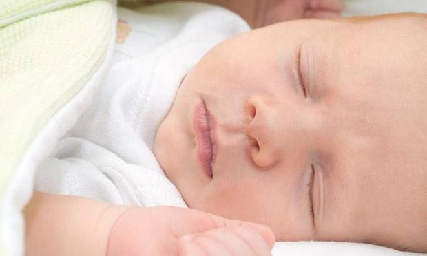 Çocuğunuzu sakın sallayarak uyutmayın!